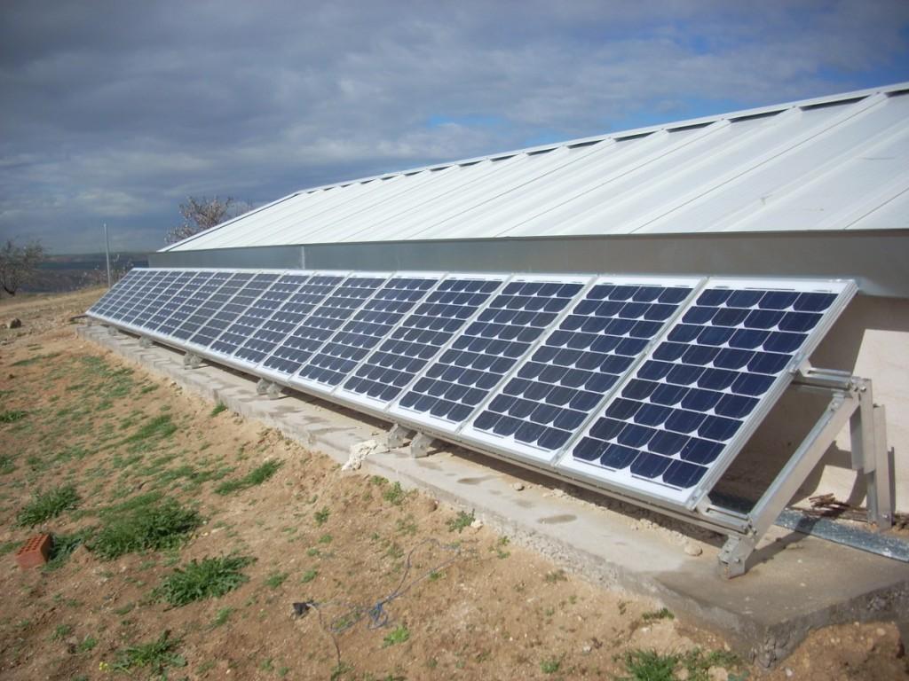 18 paneles solares de 50w con estructura en suelo